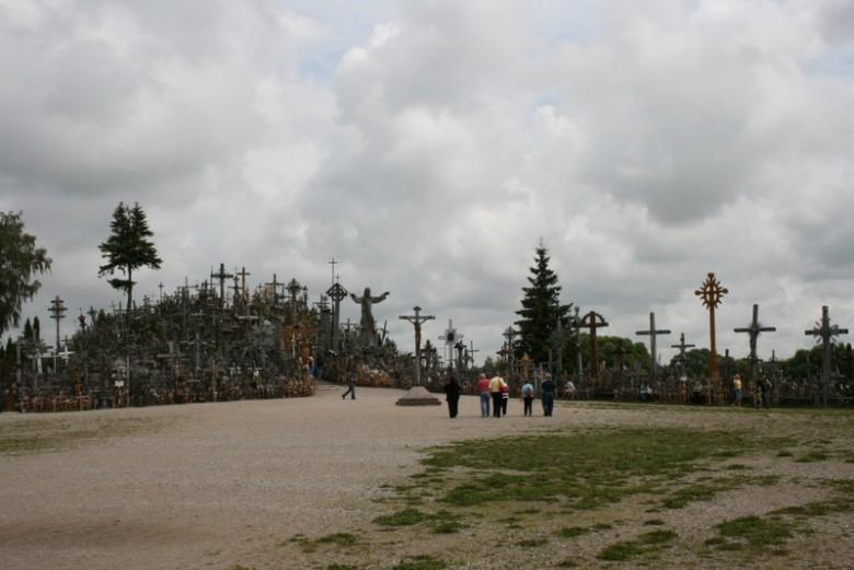 Der Vorplat zum Berg der Kreuze
